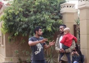 """محمد رمضان يلتقي طفلا قبل إجراء جراحة خطيرة: """"نورني وقضى اليوم معايا"""""""