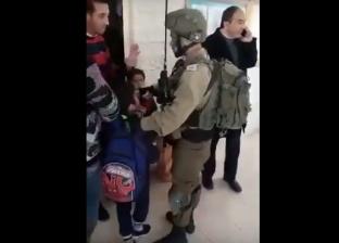 بالفيديو| الاحتلال الإسرائيلي يعتقل شقيق الشهيد عمر أبو ليلى