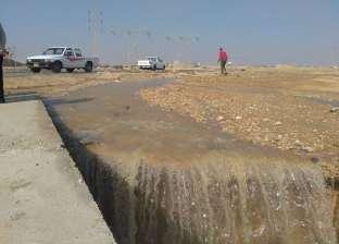 بالصور| محافظ السويس يتفقد آثار سقوط السيول بالعين السخنة