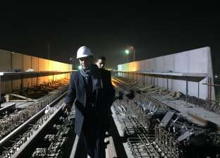 صور| جولة «نص الليل».. وزير النقل يتابع بعض أعمال «خط المترو الثالث»