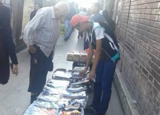 «الباعة الجائلون بالمترو».. التخفيف عن المواطنين بـ«أدوات المدرسة»