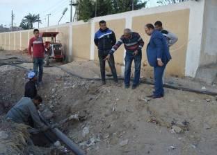 بالصور| رئيس مدينة كفر الشيخ يتابع توصيل الكهرباء لمشروع المياه العكرة
