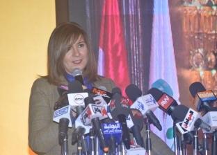 وزيرة الهجرة تتابع موقف المصريين المحتجزين في أوغندا