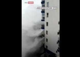 بالفيديو| لقطات مرعبة لموجة عارمة تضرب إسبانيا وتقتلع الشرفات
