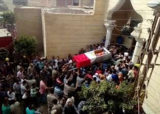 """أهالي """"البندرة"""" بالغربية يشيعون جثمان أمين شرطة استشهد في مطاردة أمنية"""