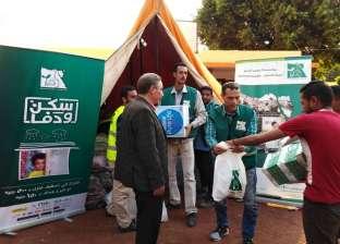 محافظ أسيوط يتابع توزيع المساعدات على متضرري الأمطاربعزبة سعيد