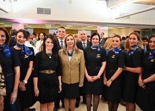 وزيرة السياحة تشيد بفريق عمل مصر للطيران والخدمة على طائرة الأحلام