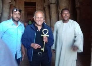 مجدى يعقوب يزور معبد أبو سمبل