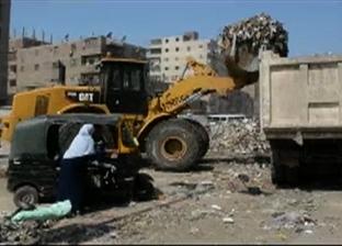بالفيديو| استجابة لـ«الوطن».. حملة ليلية مكبرة لرفع «تلال» القمامة فى «أم بيومى»