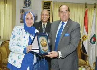 رئيس الهيئة العامة للتأمين الصحي تتابع الخدمات الطبية بسوهاج