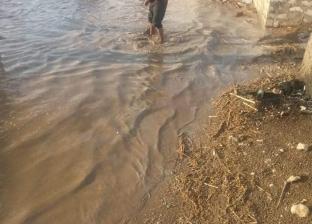 """أهالي عزبة """"محمد سعيد"""" بأبنوب يطالبون بإنشاء مخرات للسيول: كأنها طوفان"""