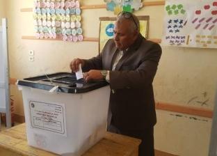 محافظ الوادي الجديد يدلي بصوته في الاستفتاء على التعديلات الدستورية