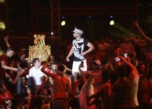 """ملابس ملاكمة ومشادة مع """"معجب"""".. مشاهد من حفل محمد رمضان"""