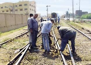 """ذعر بين ركاب قطار """"طنطا - منوف"""" عقب خروج العربة الأولى والجرار عن القضبان"""