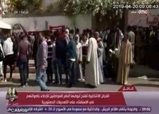 بالصور| كبار سن وشباب أمام لجنة النزهة الجديدة للإدلاء بأصواتهم