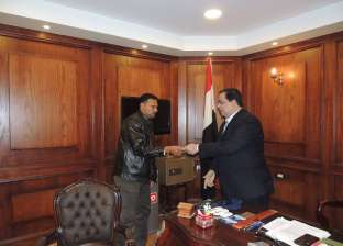 بالصور  مدير أمن كفر الشيخ يسلم رخص قيادة مجانية للمواطنين