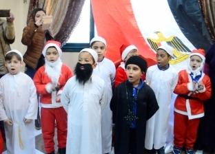 """بزي بابا نويل وبحضور كاهن وشيخ.. """"تعليم الإسكندرية"""" تحتفل بعيد الميلاد"""