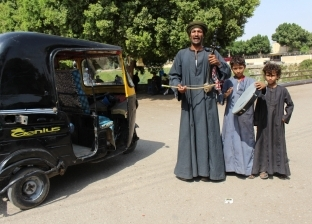 """""""مداحين النبي"""".. زينهم وطفليه يجوبون قرى الصعيد لمدح الرسول الكريم"""