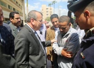 """صور  محافظ كفر الشيخ يأمر بصرف معاش """"تكافل وكرامة"""" لمواطن استغاث به"""