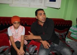 """منقذ تلميذة كفر الشيخ المحبوسة: """"الطفلة كانت منهارة.. والفراش هددني"""""""
