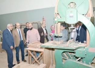 نائب رئيس جامعة أسيوطيتفقد ورش كلية الهندسة