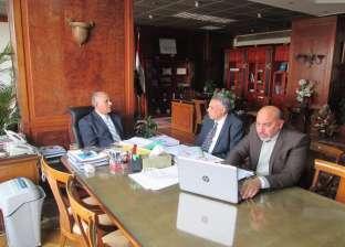 وزير الري يعقد اجتماعا مع رئيس قطاع الأملاك واستشاري التخطيط العمراني