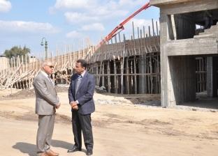 """رئيس جامعة كفر الشيخ يتفقد سير العمل بمستشفيي """"الطوارئ"""" و""""الأورام"""""""