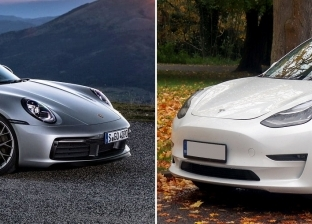 بالفيديو.. تحدي قوي بين الكهربائية Tesla Model 3 وPorsche 911