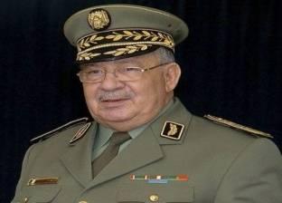 """3 مشاهد للجيش الجزائري منذ بداية الاحتجاجات.. """"تحذير وتلميح وحل"""""""