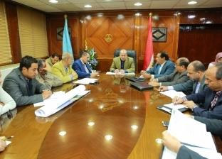محافظ كفر الشيخ يناقش مشروعات الطرق والكباري وتطوير بحيرة البرلس
