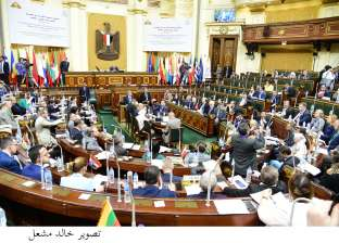 برلمانيون يحذرون من استمرار إهدار المال العام.. ويطالبون بإسقاط الديون