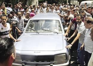 أهالى الحضرة يشيّعون جثمان محمد شرف.. والجنازة دون فنانين