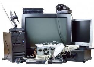فنيون يعيدون الأجهزة الإلكترونية القديمة: «سوقنا مات»