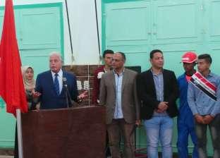 خالد فودة يكافئ الطلاب المتميزين في الثانوية الصناعية بأبورديس