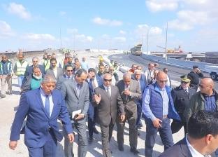 بالصور| وزير النقل يتفقد مينائي الإسكندرية والدخيلة
