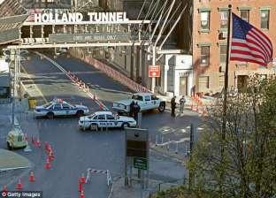 """سائق يغلق المرور بين """"نيويورك"""" و""""نيو جيرسي"""".. """"راحت عليه نومة"""""""