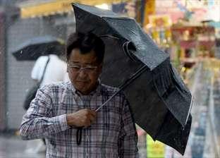 بالصور| إعصار قوي يضرب منطقة قرب طوكيو وإلغاء مئات الرحلات