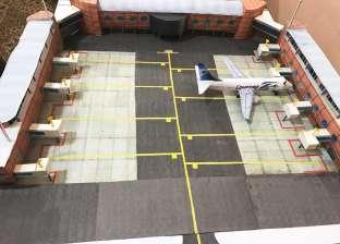 """""""البركة في السفر"""".. طالب مصري يصمم نماذج للطائرات بـ""""الورق المقوى"""""""