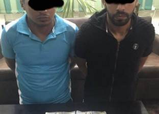 """ضبط عامل وعاطل بحوزتهما 100 ألف دولار أمريكي """"مقلد"""" في الإسكندرية"""