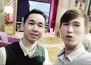 روسى وصينى يبحثان عن الشهرة فى مصر بفيديوهات ساخرة