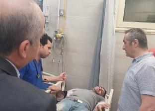"""رئيس """"المستشفيات التعليمية"""" يجري الكشف على مصاب في حادث الموسكي بنفسه"""