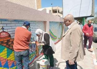 """تلاميذ يرسمون كنائس ومآذن على أسوار مدارسهم ضمن """"المنيا أجمل مدينة"""""""