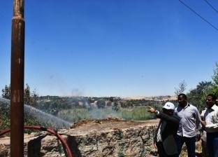 محافظ أسوان يكتشف حريقا في بعض أشجار الحلف ويستدعي سيارات الإطفاء