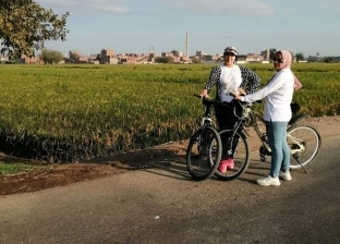 فتيات ينظمن ماراثون لقيادة الدراجات بالزقازيق