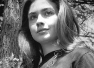 """في حياة """"كلينتون"""".. طفلة حلمت بـ""""الفضاء"""" وسياسية بدأت حياتها من الحزب الجمهوري"""