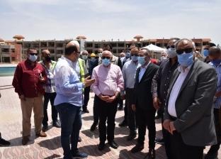 صور.. محافظ بورسعيد يتفقد قرية المرجان
