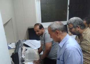 """محافظ قنا يطمئن على المصابين بحادث سيارة شرطة في طريق """"قنا– نجع حمادي"""""""