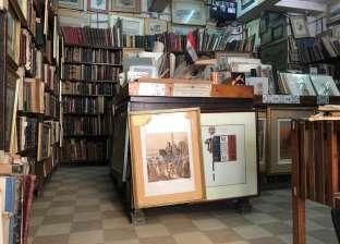 بالمستندات: الفنان حسن كامى باع مكتبته لـ«محاميه الخاص».. وأسرة الراحل: أرغمه على التوقيع