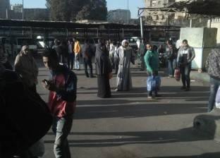 محافظ القاهرة يطالب بمنع المواقف العشوائية بالعاشر والنزهة