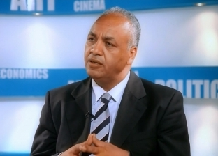 """بكري يطالب """"الهجرة"""" بمتابعة أزمة إلغاء إجازات المصريين بالخارج"""